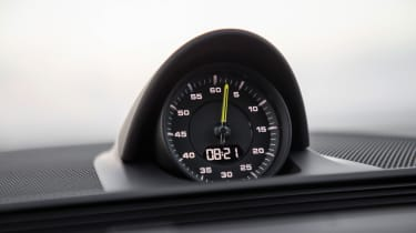 Porsche Panamera Turbo S E-Hybrid Sport Turismo - clock