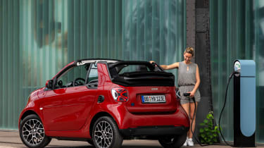 Smart EQ ForTwo Cabrio - rear charging