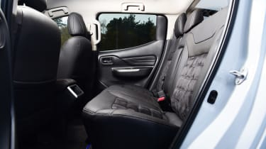 Mitsubishi L200 - rear seats