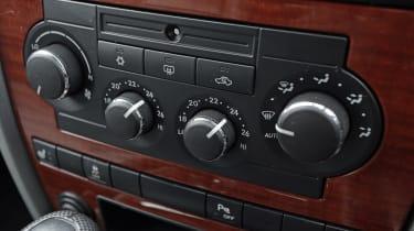 Used Jeep Grand Cherokee - centre console