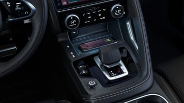 Jaguar E-Pace R-Dynamic Black - transmission