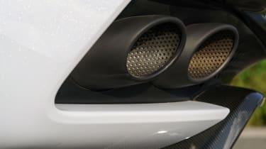 Aston Martin DBS Superleggera - exhaust
