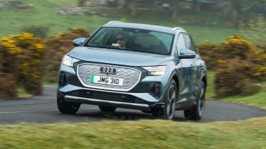 Audi A4 e-tron - front tracking
