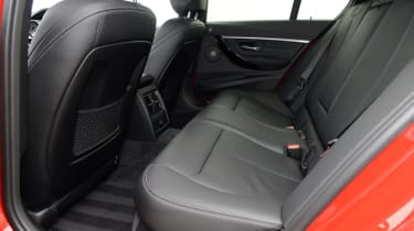 BMW 330e 2016 - rear seats