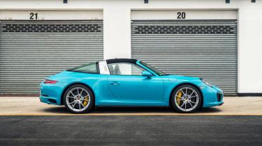 Porsche 911 Targa 4S 2016 - side profile