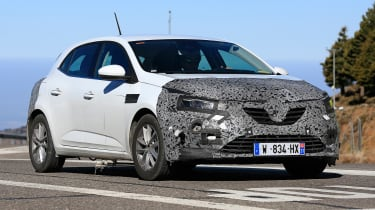Renault Megane facelift spy shots drving