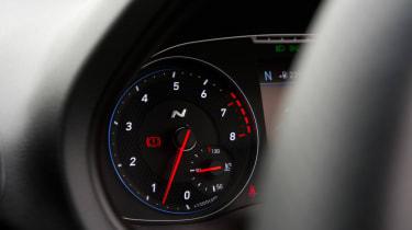 Hyundai i30 N - tachometer