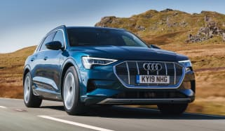 Audi e-tron - front tracking