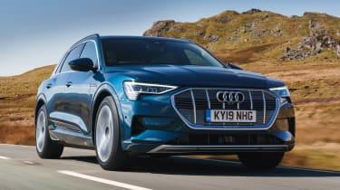 Audi e-tron - front tracking
