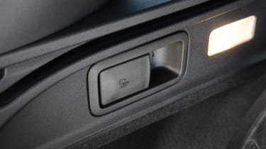 Peugeot 308 SW - fold seats button
