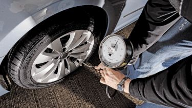Tyre pressure gauges tested