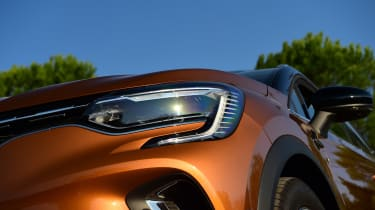 Renault Captur - front light