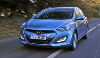 Hyundai i30 UK drive front tracking