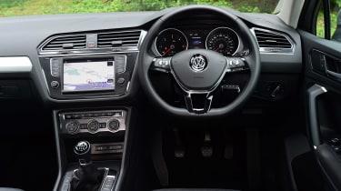 Volkswagen Tiguan - dash