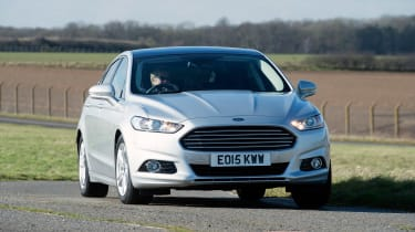 Ford Mondeo - cornering