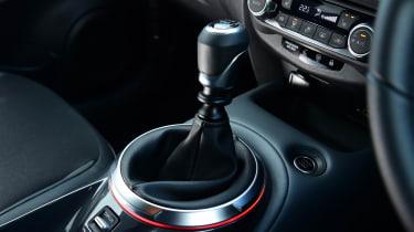 Nissan Juke - gear lever