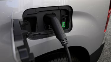 Peugeot e-Partner - charging