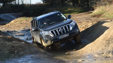 Land Rover Defender vs Toyota Land Cruiser - Toyota front off road