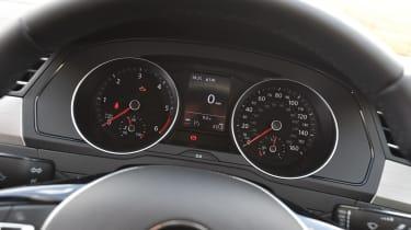 Volkswagen Passat BlueMotion 2016 - instruments