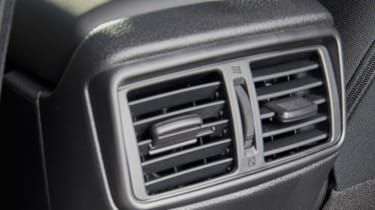 Nissan X-Trail Platinum Edition - vents