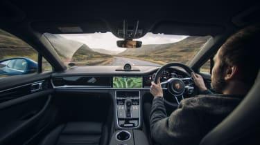 Porsche Panamera 4S diesel - Johnny driving