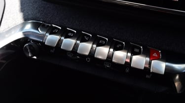 Peugeot 5008 - buttons