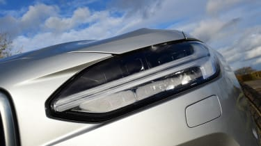 Volvo S90 - front light