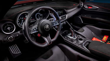 Alfa Romeo Giulia GTAm - cabin