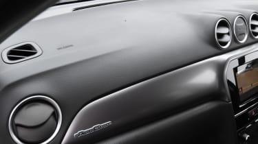 Suzuki Vitara - interior dash