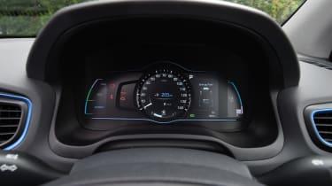 Hyundai Ioniq Plug-in - speedo
