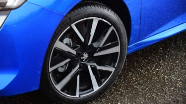 Peugeot 208 - wheels