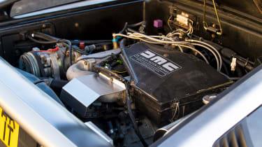DMC DeLorean - engine