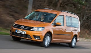 Volkswagen Caddy Maxi Life TSI 2016 - front tracking 2