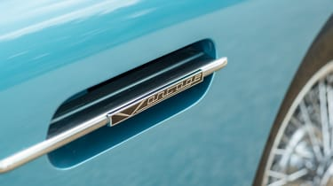 Aston Martin DB5 - convertible wing