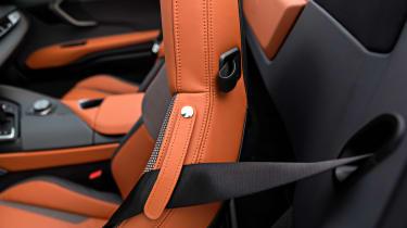 BMW i8 Roadster - seat belt