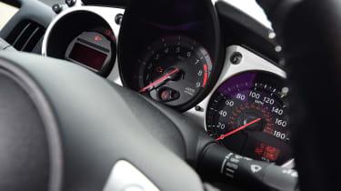 Nissan 370Z - dials