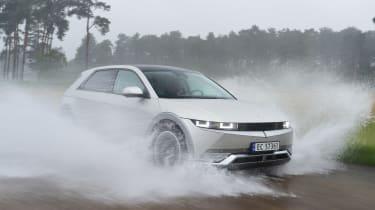 Hyundai Ioniq 5 - water splash