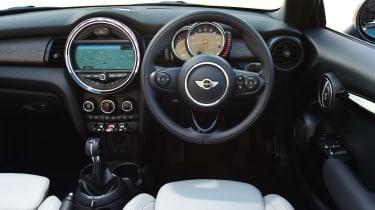 MINI Cooper Convertible 2016 - interior