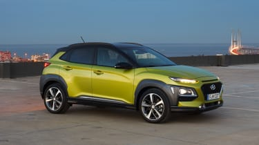 Hyundai Kona - green front dusk