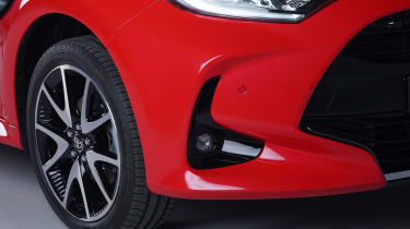 Toyota Yaris - front wing studio