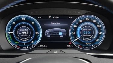 Volkswagen Passat GTE - dials