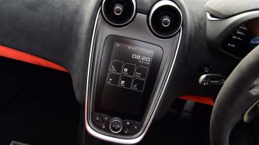 McLaren 600LT Spider - infotainment