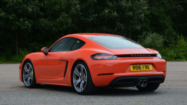 Porsche 718 Cayman 2016 - rear quarter