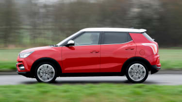 SsangYong Tivoli Ultimate side action