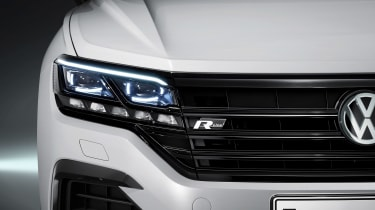 Volkswagen Touareg - front light 3