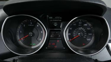 Hyundai i30 1.6 CRDi dials detail
