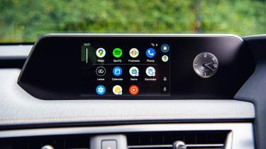 Lexus UX 300e - screen