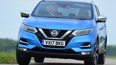 Nissan Qashqai - head on