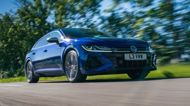 Volkswagen Arteon R Shooting Brake - front tracking