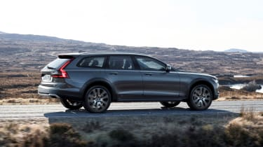Volvo V90 Cross Country - official rear quarter tracking